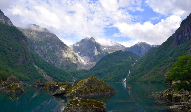 lake-3573117_1280